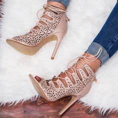 modele-escarpin-lacets-femme