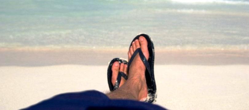 sandales et tongs pour homme les mod les pour la plage et la piscine ma. Black Bedroom Furniture Sets. Home Design Ideas