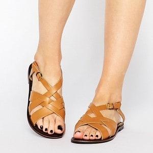 mode-sandale-en-cuir-femme