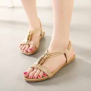style-de-sandale-pour-plage-femme